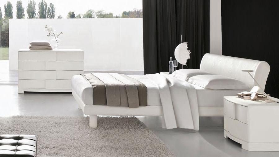 Foto di camera da letto bianca n.17