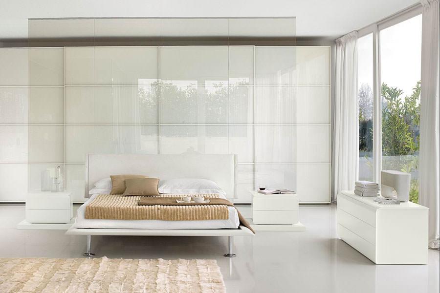 Foto di camera da letto bianca n.18