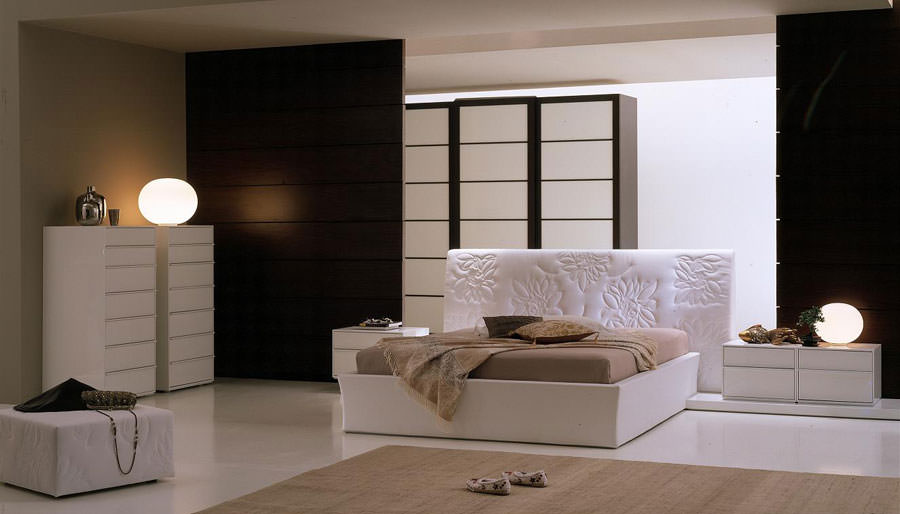 Foto di camera da letto bianca n.22