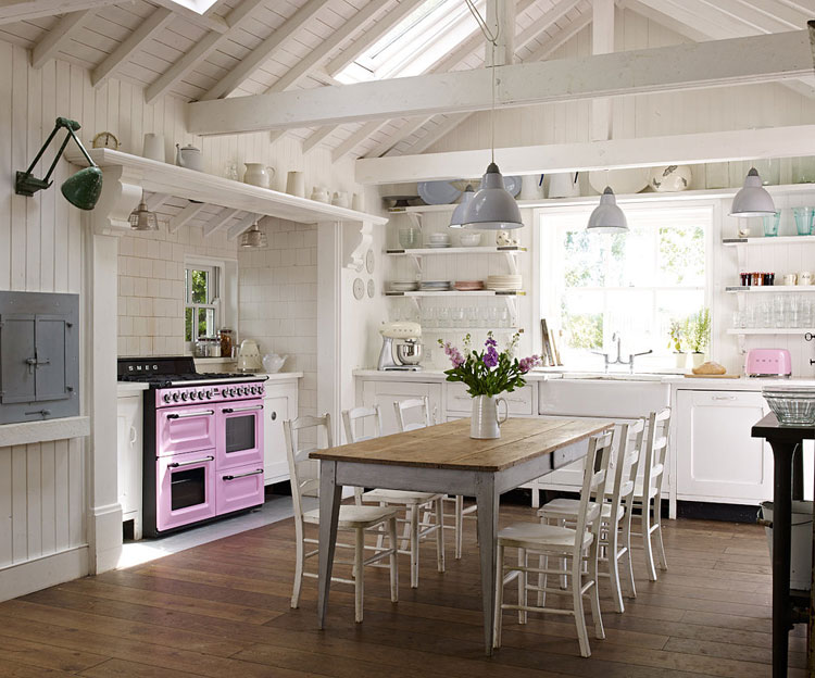Cucine shabby chic 30 idee per arredare casa in stile for Interni case provenzali