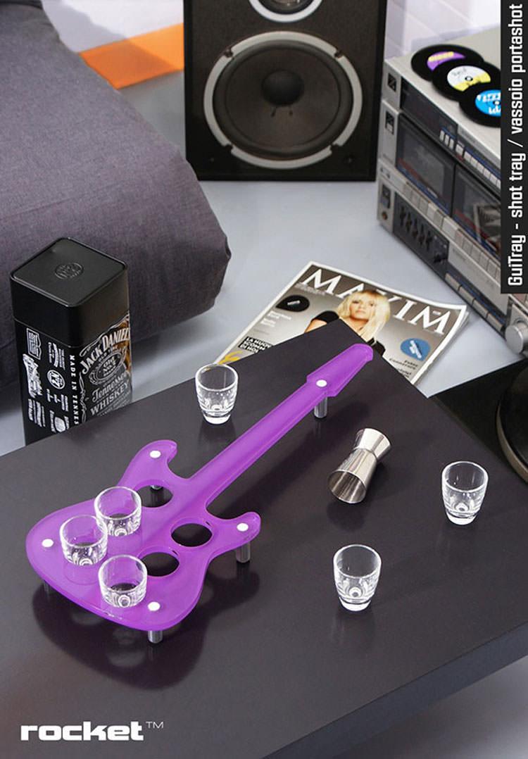 Portabicchieri a forma di chitarra