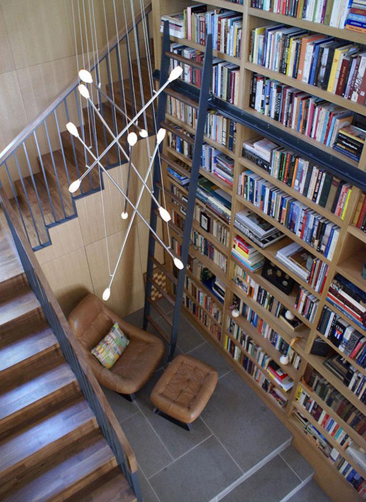 Libreria a soffitto con scala n.09