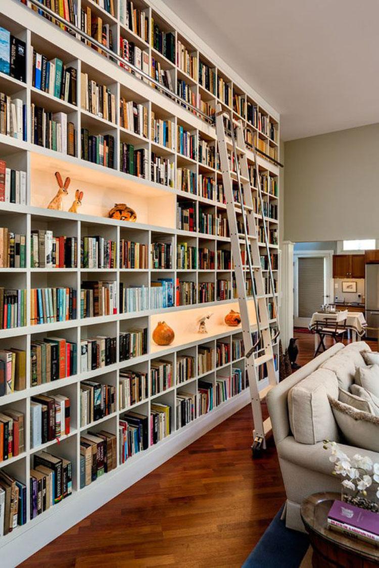 Libreria a soffitto con scala n.15