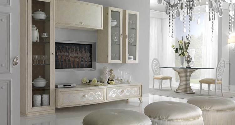 30 foto di pareti attrezzate classiche per arredare il for Case classiche interni