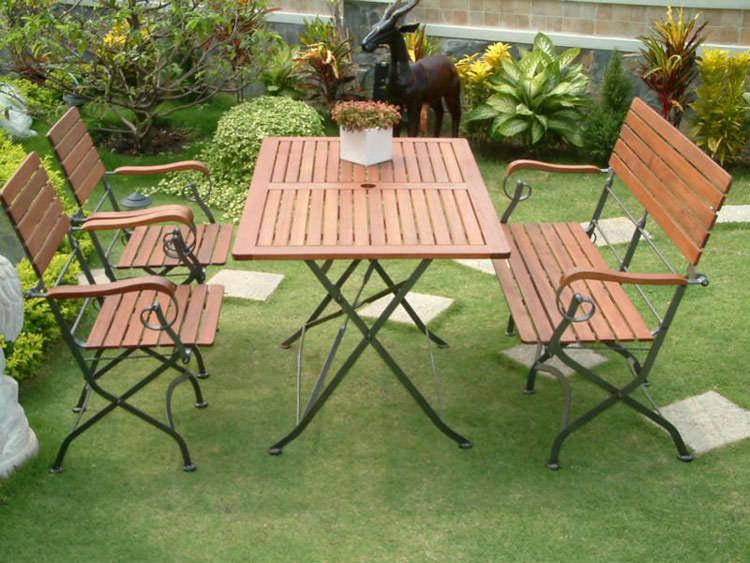 Foto del tavolo da giardino in legno n.09