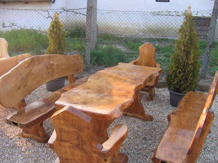 40 foto di tavoli da giardino in legno per arredamento for Arredo giardino in legno