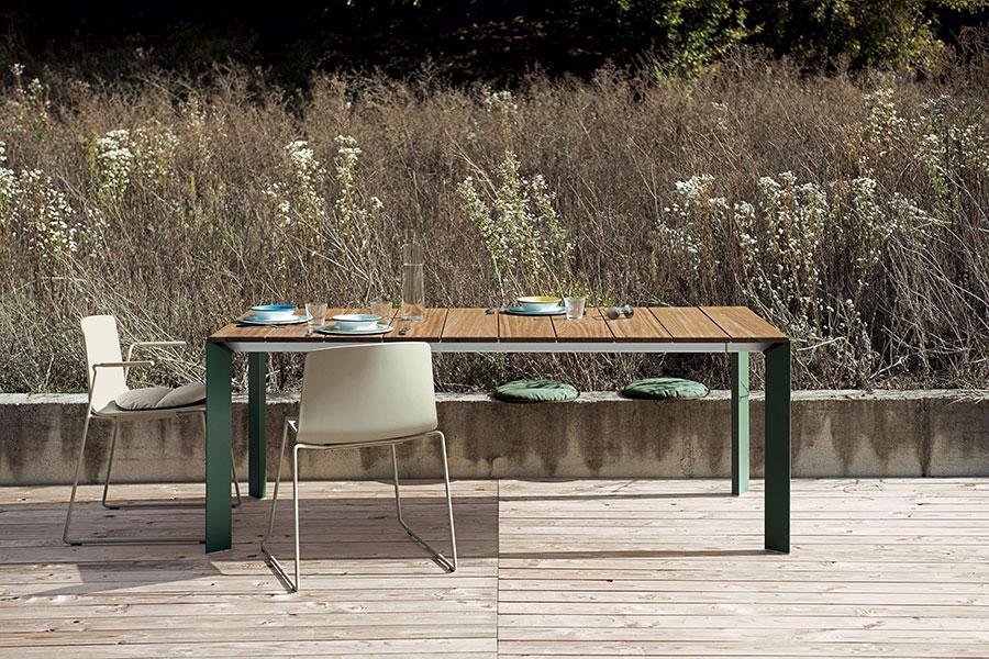 Modello di tavolo da giardino in legno allungabile n.04