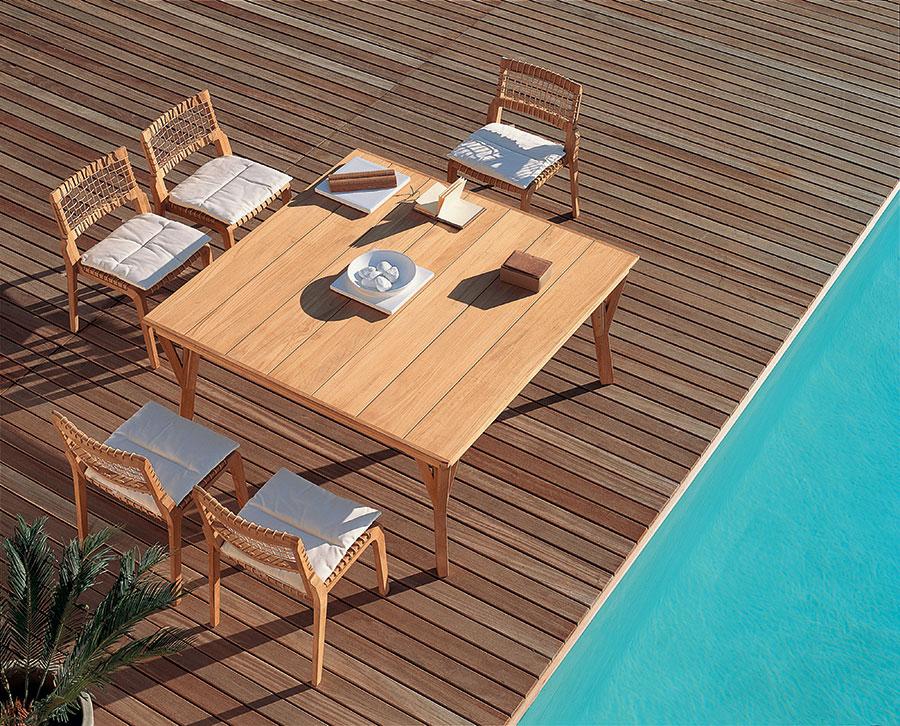 Modello di tavolo da giardino in legno teak n.08