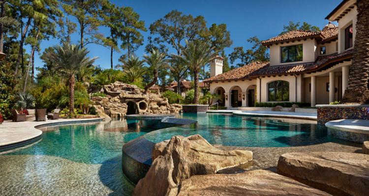 16 spettacolari ville di lusso con piscina for A forma di piani di casa con piscina