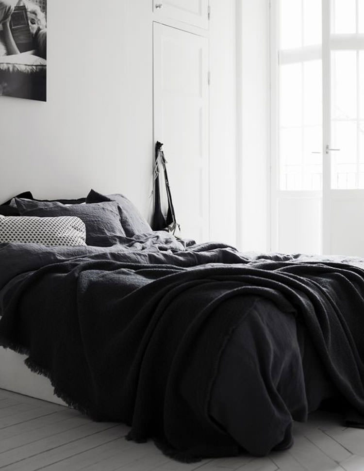 35 eleganti camere da letto in bianco e nero. Black Bedroom Furniture Sets. Home Design Ideas