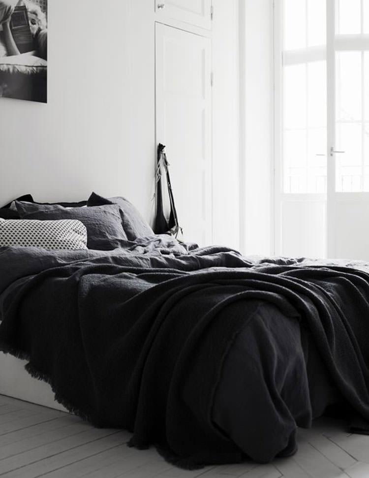 Camera da letto elegante in bianco e nero n.09