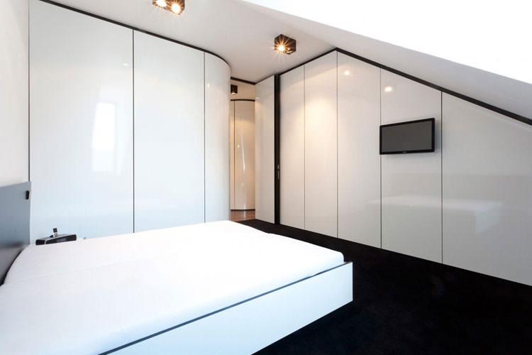 Camera da letto elegante in bianco e nero n.19