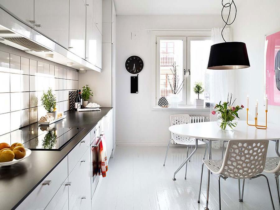 Cucina bianca dal design in stile scandinavo n.05