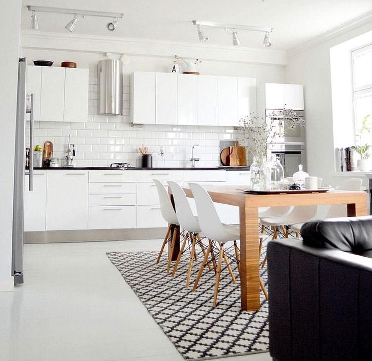 Cucina bianca dal design in stile scandinavo n.09