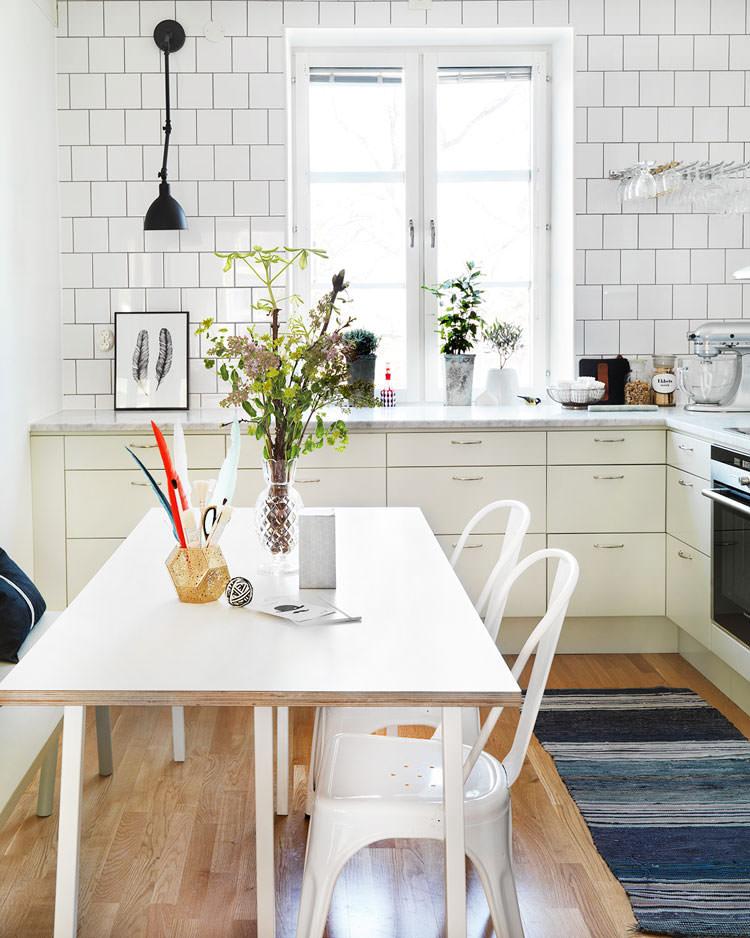 Cucina bianca dal design in stile scandinavo n.11