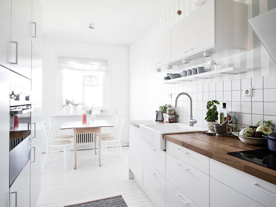 Cucina bianca dal design in stile scandinavo n.13