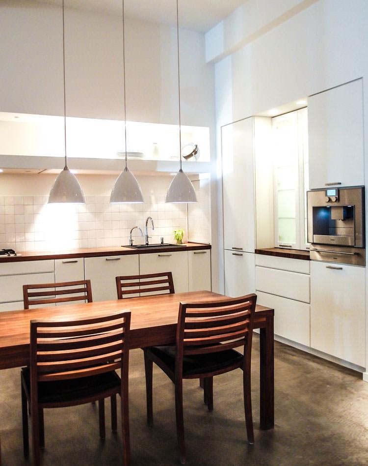 Cucina bianca dal design in stile scandinavo n.14