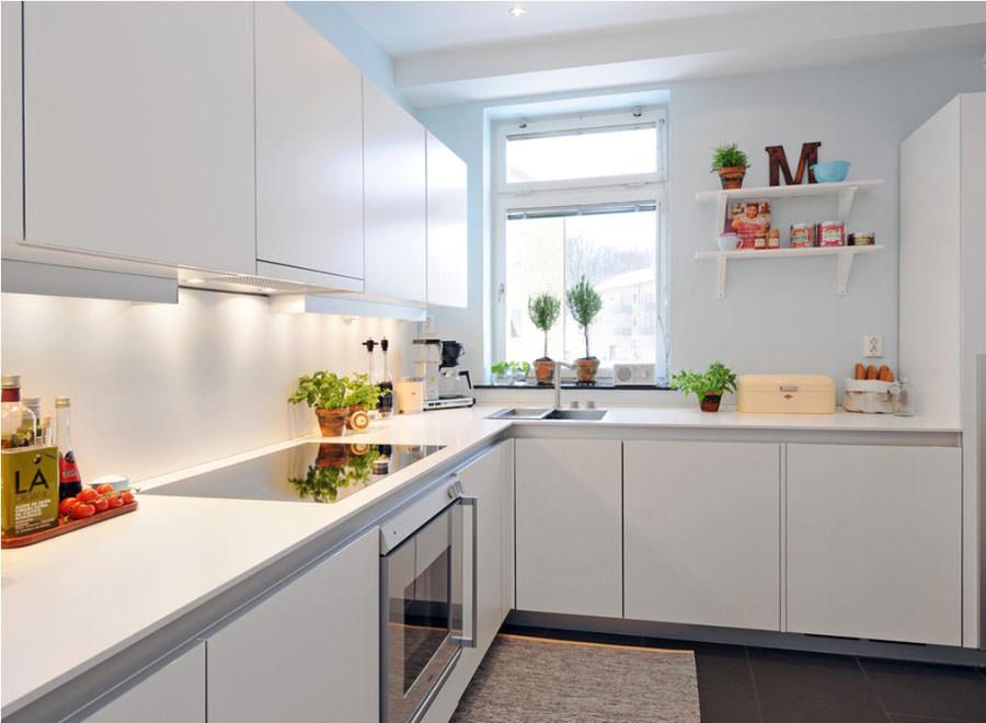Cucina bianca dal design in stile scandinavo n.15