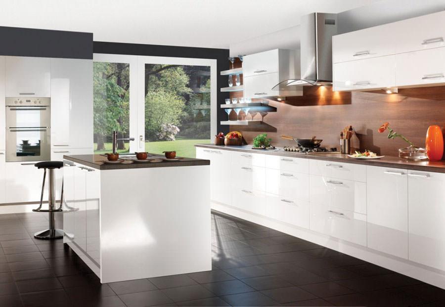 Cucina bianca dal design in stile scandinavo n.19