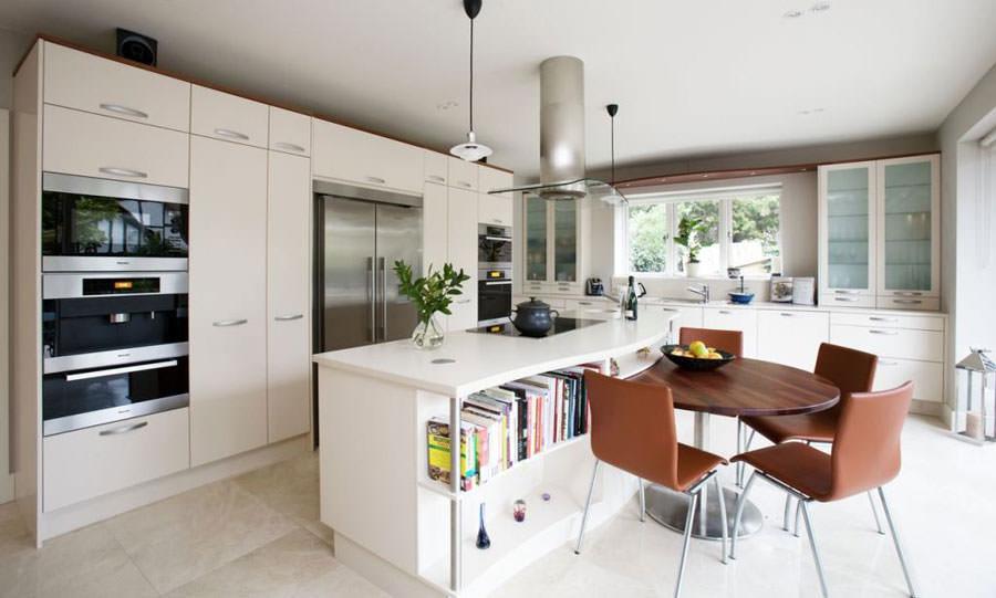 Cucina bianca dal design in stile scandinavo n.24