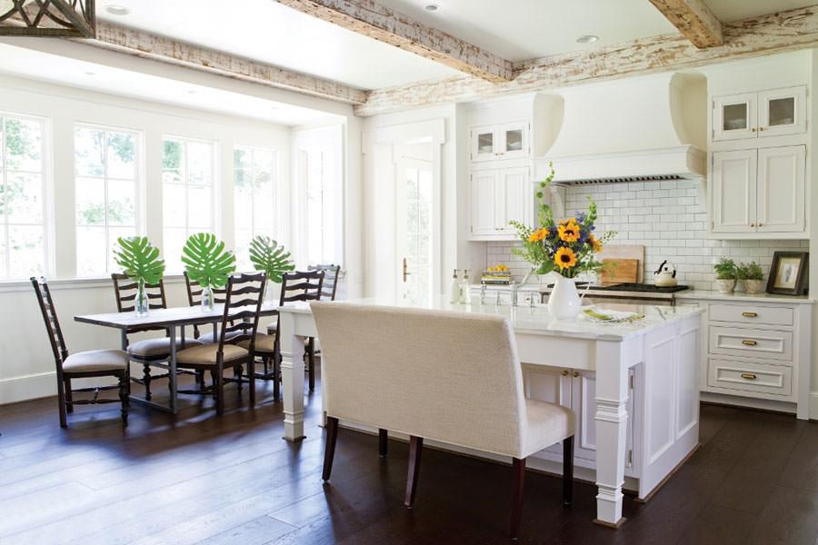 Cucina bianca dal design in stile scandinavo n.25