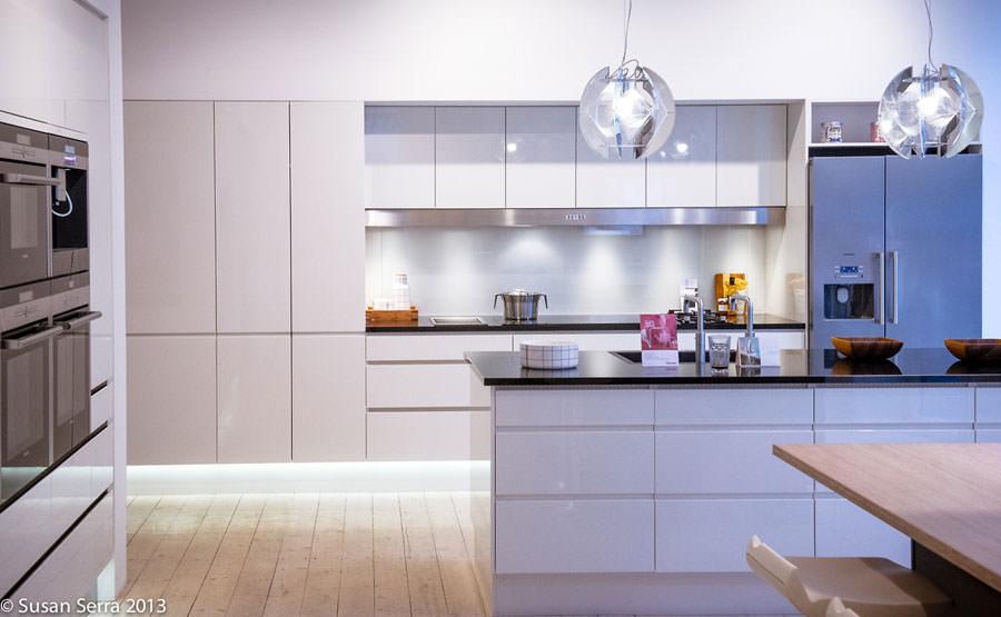 Cucina bianca dal design in stile scandinavo n.26