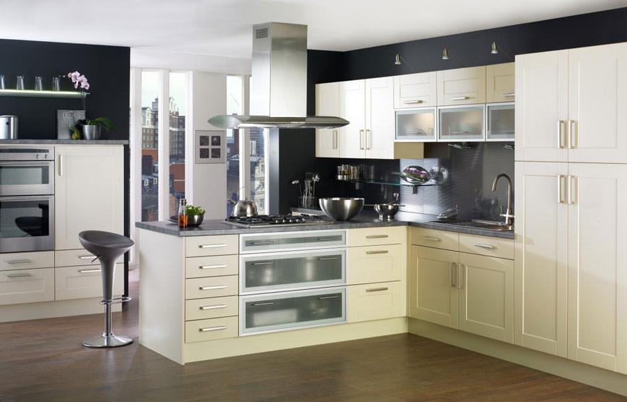 Cucina bianca dal design in stile scandinavo n.28