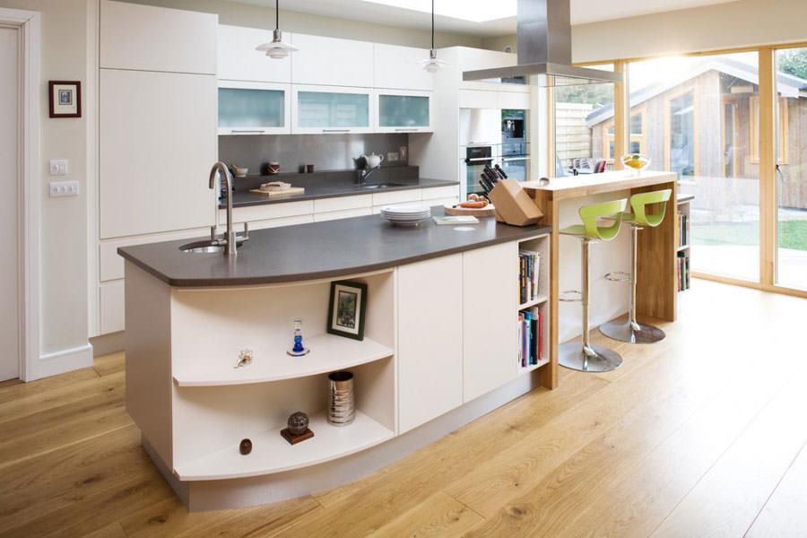 Cucina bianca dal design in stile scandinavo n.30