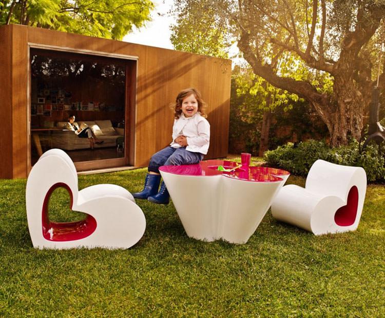 Arredamento da esterni moderno realizzato per bambini n.01