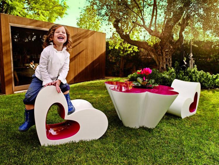 Arredamento da esterni moderno realizzato per bambini n.02