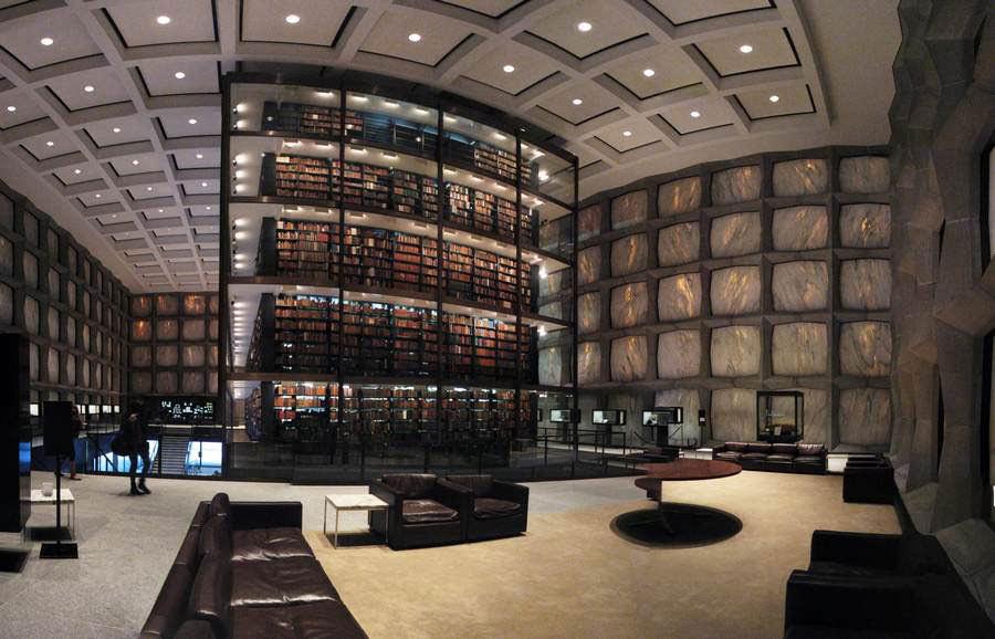 Interno della biblioteca Beinecke Rare Book Manuscript Library New Haven