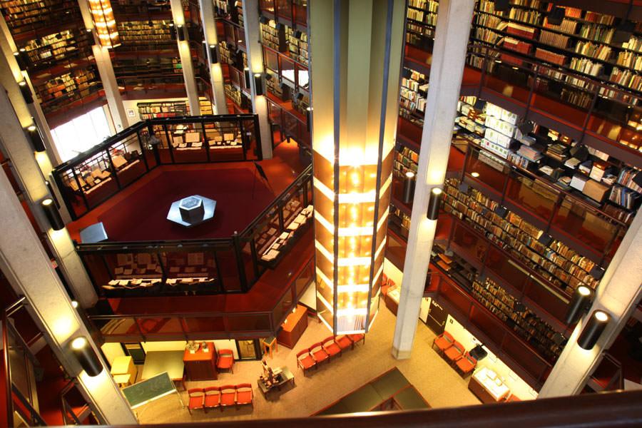 interno della Biblioteca Thomas Fisher Rare Book Library a Toronto