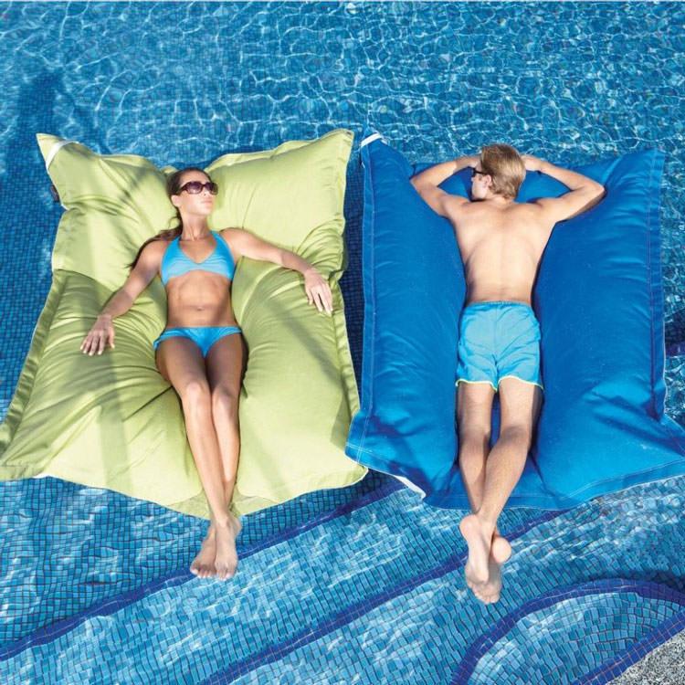 Cuscino galleggiante gigante per piscina