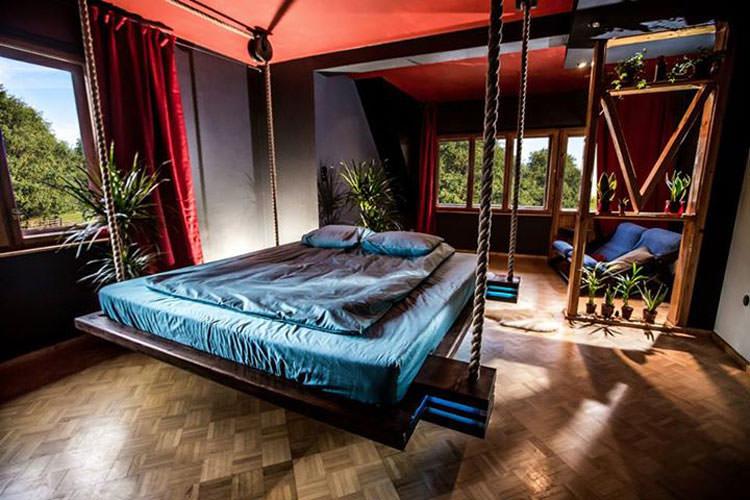 Foto del letto sospeso a scomparsa ideato da Wiktor Jazwiec n.04