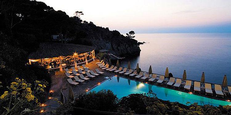 Piscina del Mezzatorre Resort e Spa ad Ischia