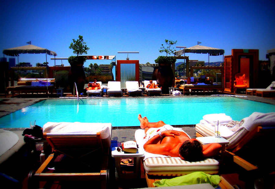 Piscina sul tetto del SLS Hotel a Beverly Hills