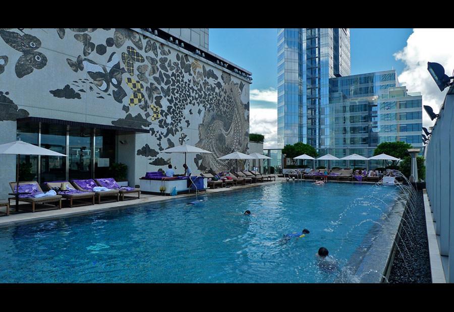 Le 20 piscine sul tetto pi spettacolari al mondo for Piscina hotel w santiago
