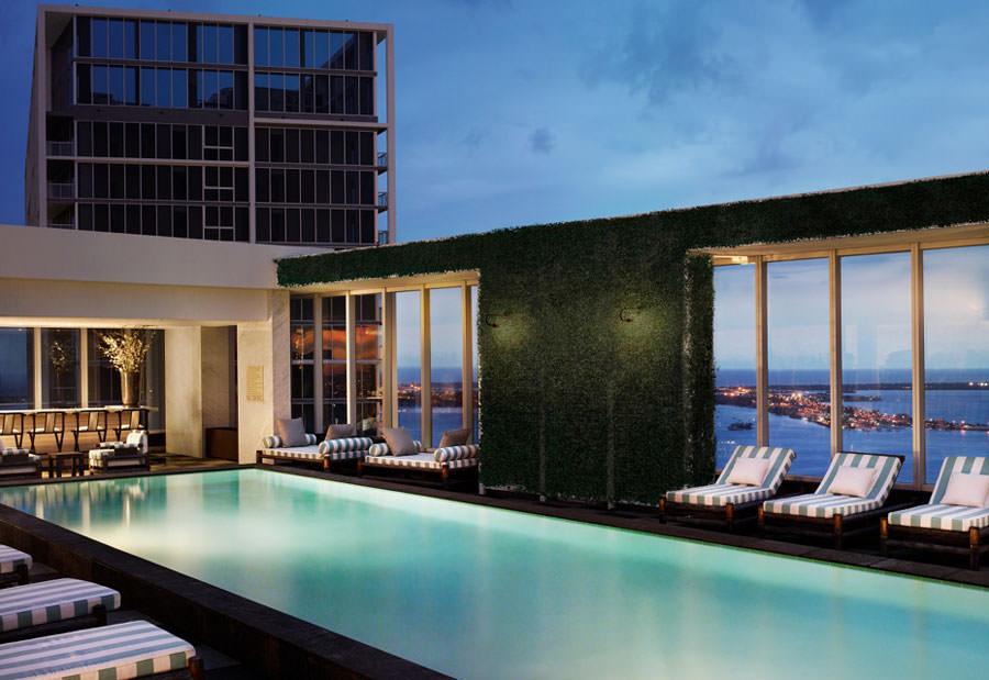 Piscina sul tetto del Club 50 Viceroy - Miami