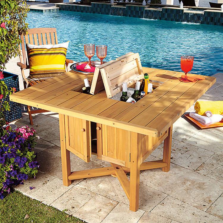 Tavolo da giardino con scomparti multiuso