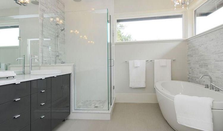 20 idee di arredamento bagno in grigio - Idee per rivestire un bagno ...