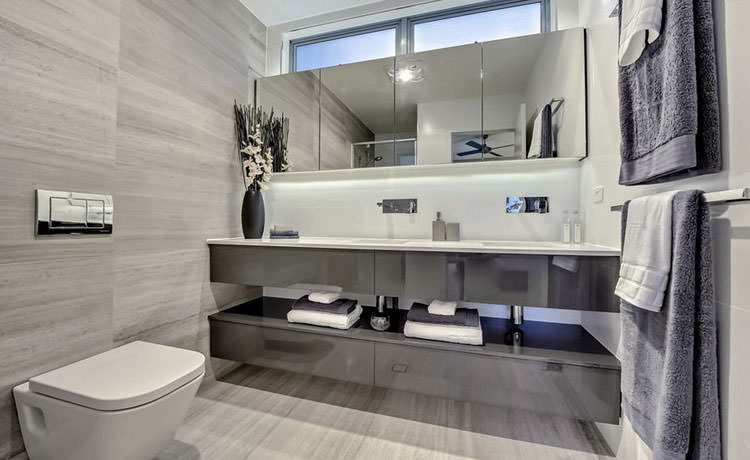 40 idee di arredamento bagno in grigio for Arredamento grigio