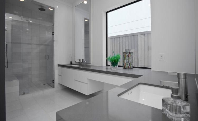 Idee per arredare un bagno grigio n.08