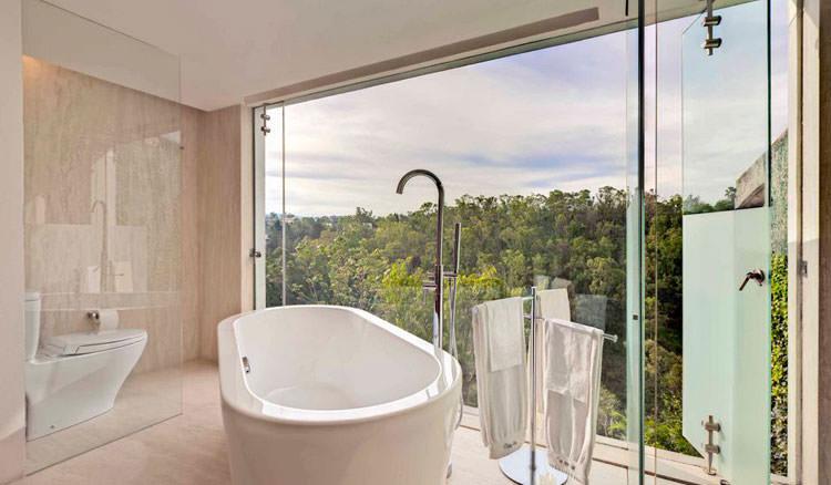 Bagno di lusso con vista panoramica n.10
