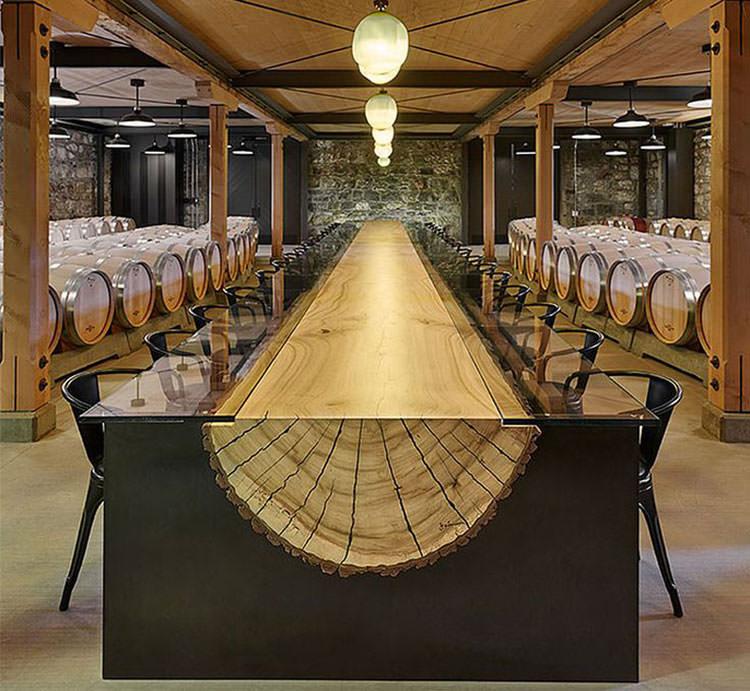 Tavolo in legno naturale dal design originale n.01