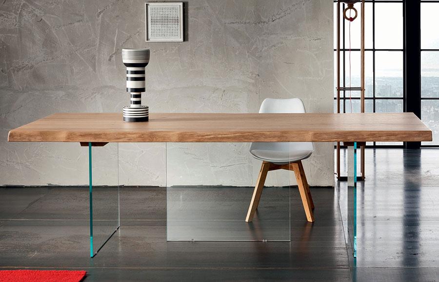 Tavolo in legno naturale dal design originale n.16
