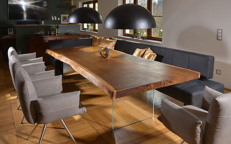Tavolo in legno naturale dal design originale n.17
