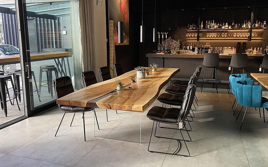 Tavolo in legno naturale dal design originale n.18
