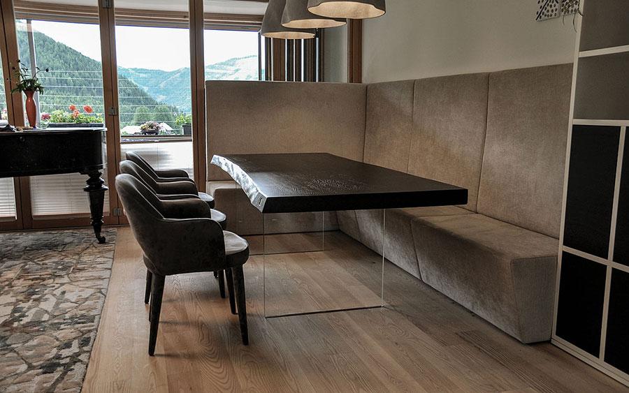 Tavolo in legno naturale dal design originale n.19