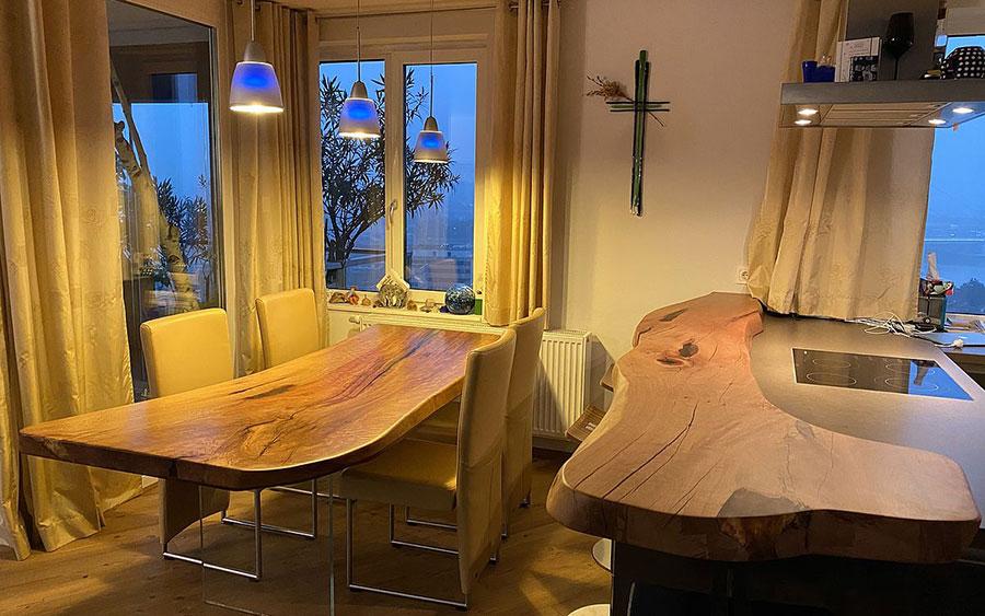 Tavolo in legno naturale dal design originale n.20
