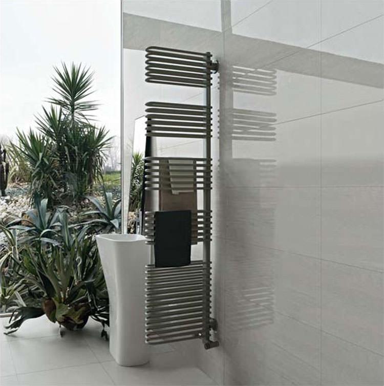 Termoarredo bagno dal design moderno n.11